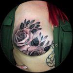 Brystkreftoverlevende inspirerer med fantastisk mastektomi tatovering